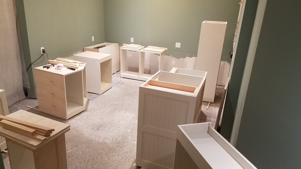 Craft Room Project: Cabinet Paint Round1